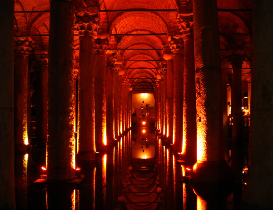 İstanbul's Basilica Cistern at risk of collapse