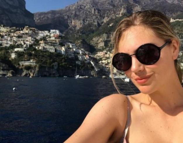 Model Kate Upton is in Capri