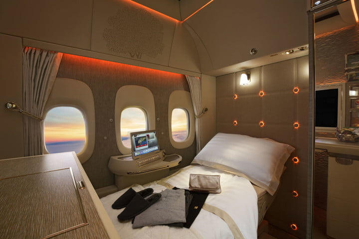 Emirates moves toward windowless planes, starts with first-class seats