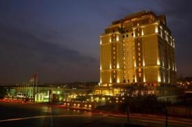 Sel felaketi sebebiyle Holiday Inn müşterileri WOW'a Marriott müşterileri Polat'a gitti