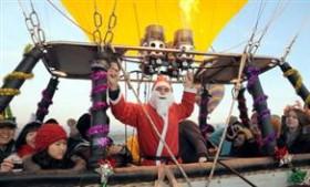 Kapadokya'da Noel Baba'lı balon uçuşu