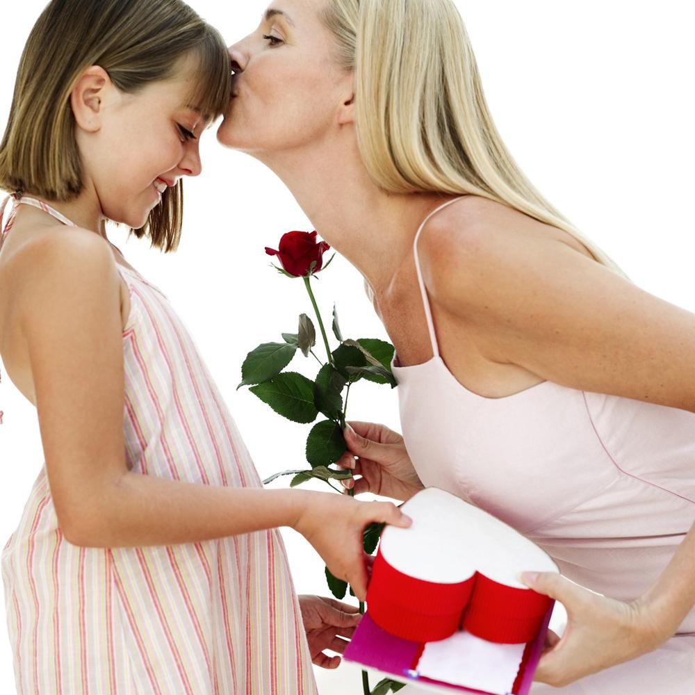 Ребенок дарит маме цветы картинки 2