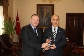 Bursa Valisi Şahabettin Harput'a turizm ödülü