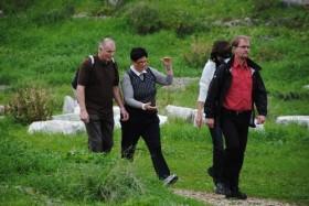 Alman turistler doğa yürüyüşünde