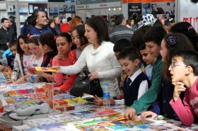 Antalya'da kitap fuarına büyük ilgi