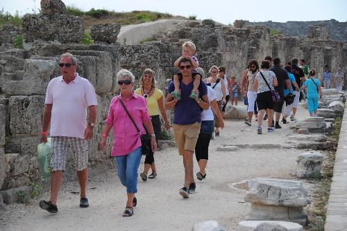 Türk Lirası'nın değer kaybı İngiliz turistleri Türkiye'ye çekiyor!