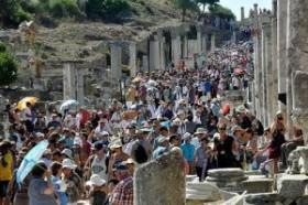 Türkiye'ye gelen turist sayısı yüzde 144,8 arttı