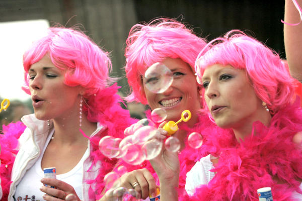 Riga Letonya Sarisinlar Festivali Go Blonde