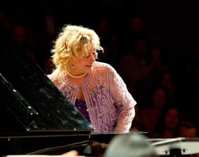Ünlü piyanist Gülsin Onay, Gezi Parkı için geliyor