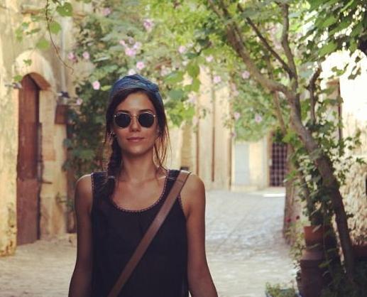 Cansu Dere Yunanistan tatiline devam ediyor