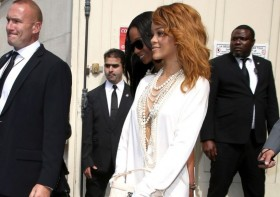 Rihanna da Paris Moda Haftası'nda