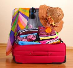 Tatile çıkarken erkeklerin valizini eşleri hazırlıyor