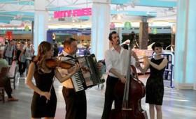 TAV'dan yolculara müzikli uğurlama