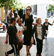 Angelina Jolie ve Cocuklari Darling Harbourda