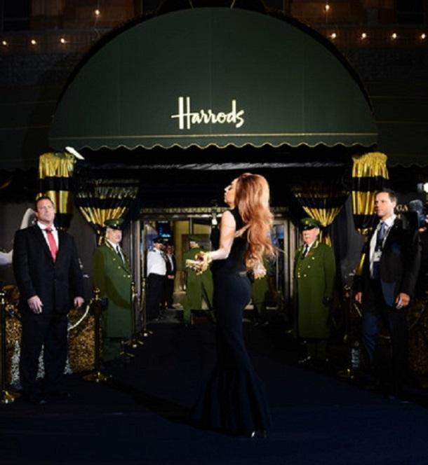 Lady-Gaga-Londra-Harrods-Mağazası