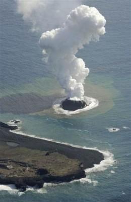Japonya'da volkanik patlama yeni bir ada oluşturdu