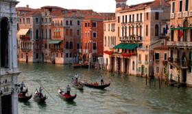 Venedik sokaklarını gezin!