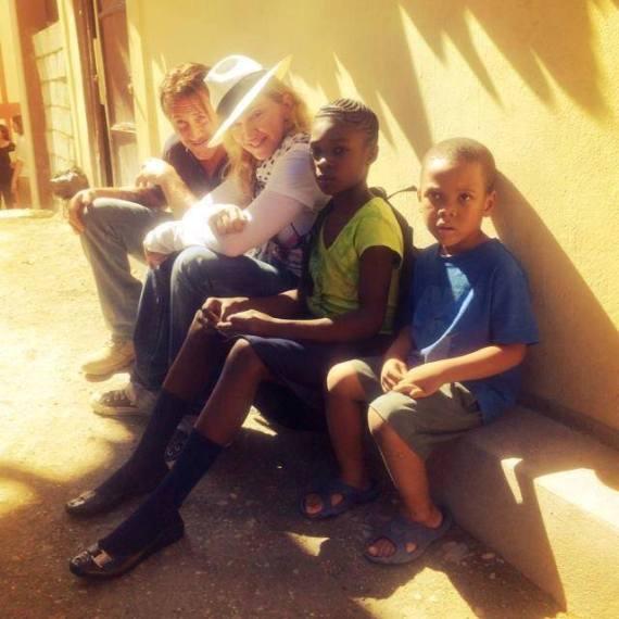 Madonna-sean-penn-haiti-2013