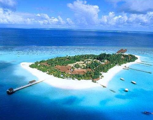 Maldivler'deki otel-adalardan bir tanesi...