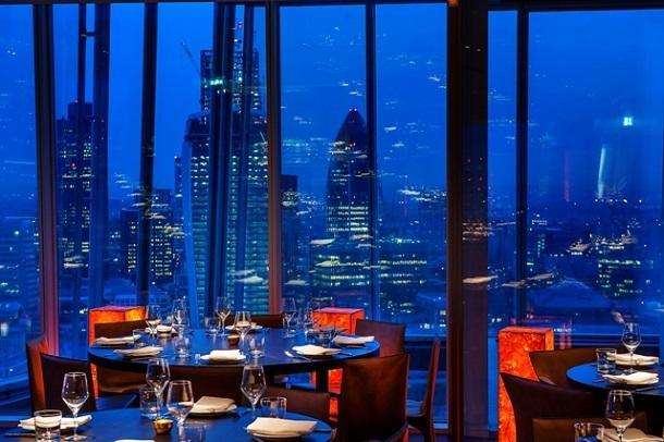 Londra Shangri-La Otelinin restoranı eşsiz bir manzara keyfi sağlıyor