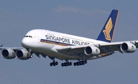 17 saat 30 dakika havada kalan Singapur Havayolları'na ait uçak Newark'a indi!