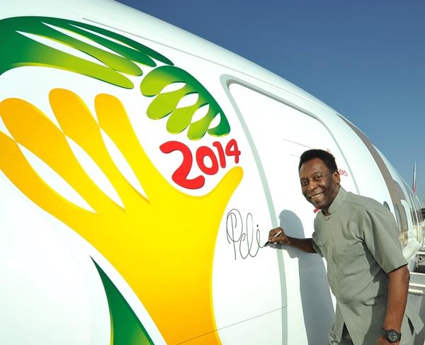 Emirates'ten Pelé imzalı Boeing 777