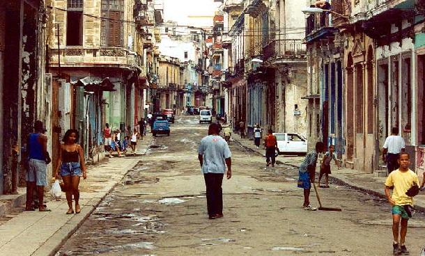 küba-sokaklari-küba-tatili-küba-gezisi-küba-turları-küba-seyahatleri-küba-notlari-cuba-travel-car-araba-cars