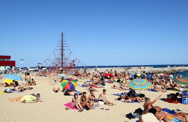 barselona-beach-nova-icaria-plajı-beach