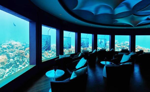 Maldivler'de dünyanın ilk sualtı gece kulübü açıldı