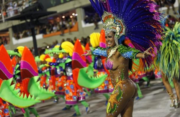 Rio Karnavalı tüm hızıyla sürüyor