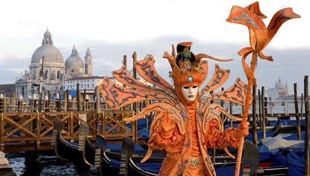Yüzen şehir Venedik'te karnaval sürüyor