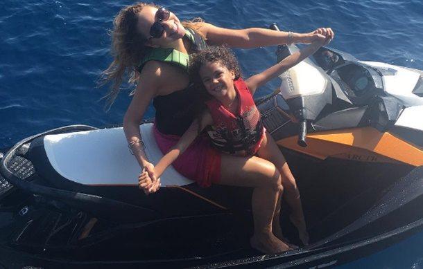 Mariah Carey Yunan Adaları tatilinde