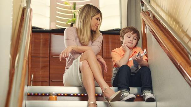 Jennifer Aniston, Emirates'in son reklam filmi için kamera karşısında