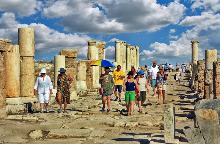 Türkiye'nin turizm gelirleri üçte bir azaldı