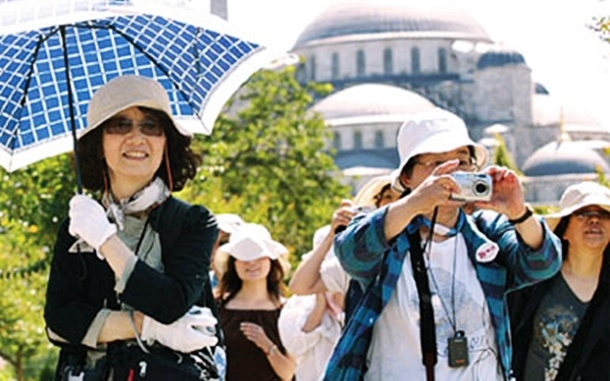 Türkiye ile Çin arasında yapılan turizm anlaşmasıyla 1 milyon Çinli turistin ülkeye gelmesi hedefleniyor.