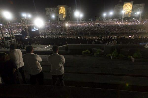 Küba'nın efsanevi lideri Fidel Castro, Havana'da tarihi bir törenle son yolculuğuna uğurlandı.
