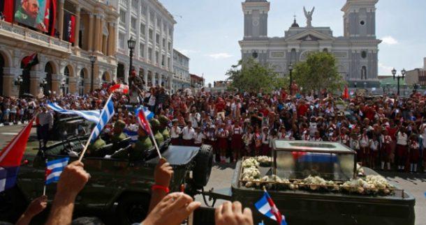 Küba, efsanevi lideri Fidel Castro'yu Santiago'da düzenlenen cenaze töreninde son kez selamladı.