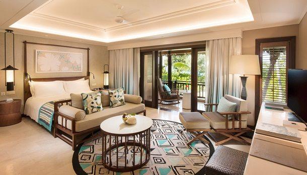 Hint Okyanusu'nun sıcak suları ile yıkanan bereketli ve nadir bitki örtüsü ile çevrili, Constance Hotels & Resorts Lemuria, doğrudan üç güzel kumsalın üzerinde yer alıyor.