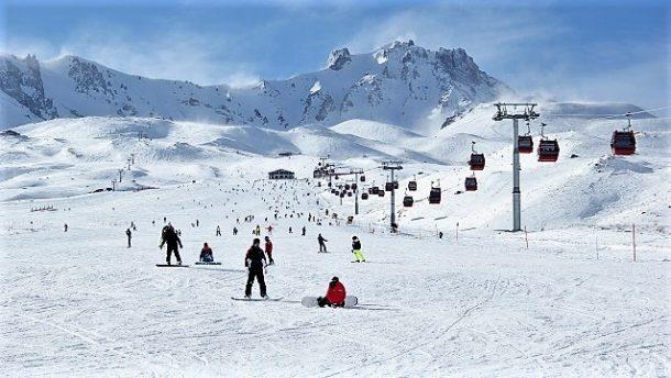 Yılbaşında Kayak Merkezleri Tercih Edildi
