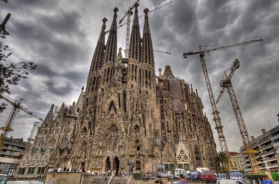 la sagrada familia katedral barcelona