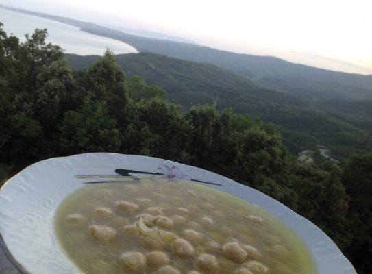 Manastırda Akşam Yemeği