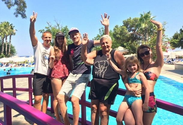 Rus Turist Türkiye'de Tatil Yapmanın Mutluluğunu Yaşıyor