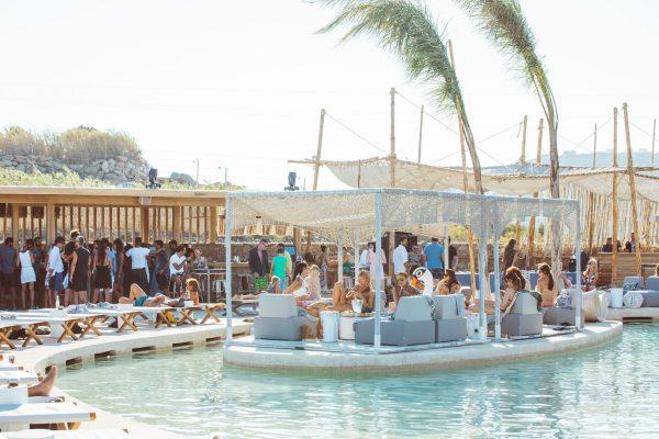 SantAnna Mykonos'da bir VIP ada