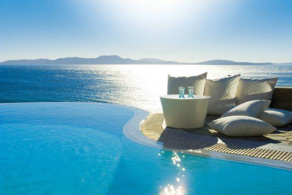 santorini-greek-holiday