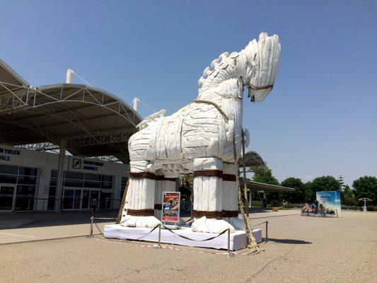 Antalya Dış Hatlar Terminali'nde Troia Rüzgarı