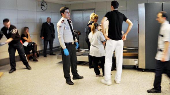 İngilizler havalimanlarindaki kuyrugu azaltmak