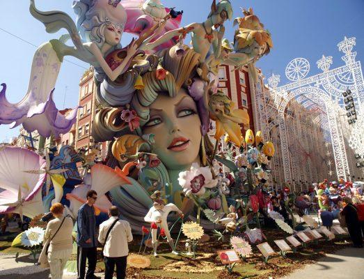 İspanyanin kuklaları Las Fallas Festivali