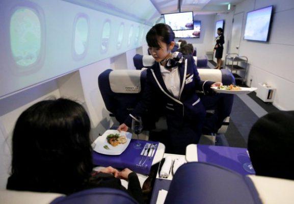 Japon yolcular sanal gerçeklik tatilinde yemek de yiyor