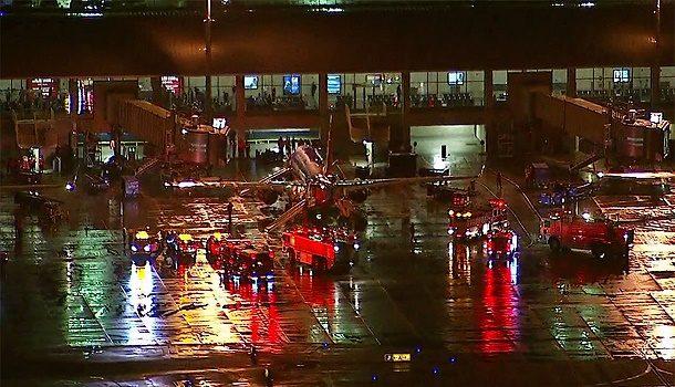 John Wayne Havaalanı'ndaki uçakta yangın paniği