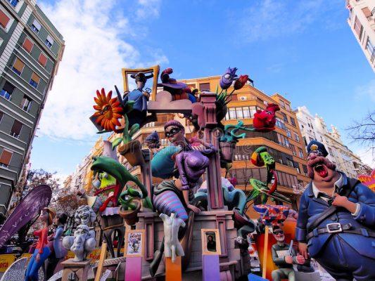 Las Fallas Festivali İspanya'nin yanan kuklalari